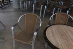 Комфортни алуминиеви столове за лятно заведение