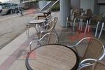 стол произведен от алуминии за лятно заведение