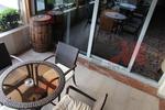 Универсален стол и маса от тъмен ратан за всесезонно използване