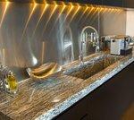 гранитна облицовка на кухненски плот
