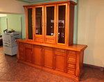 дървени шкафове и витрини за кухня