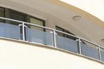 изработка на парапет за тераса от стъкло и неръждавейка