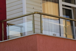 изработка на парапети за балкони от стъкло и неръждаема стомана