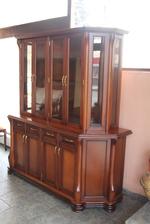 производство на стъклени дървени витрини от масив