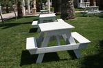 Фирма за дървени маси с пейки по дизайн на клиента