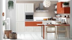 Кухня от бял фурнир и оранжев МДФ гланц