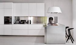Бяла кухня гланц
